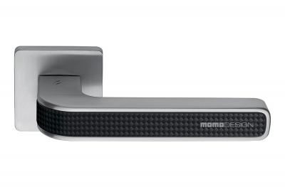 Дверная ручка Tecno Satin Chrome + Carbon на угольной розетке от Momo Design Colombo Design