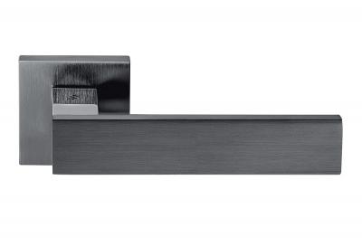 Дверная ручка Alba Grafite на розетке с прямыми линиями и кривыми Colombo Design
