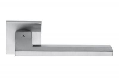 Дверная ручка Electra Satin Chrome на розе фасонной формы от Colombo Design