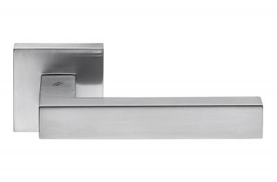 Дверная ручка Ellesse Satin Chrome на розетке минималистской формы от Colombo Design