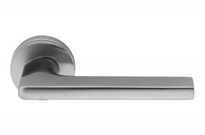 Дверная ручка Gira Satin Chrome на розетке от дизайнера Джаспера Моррисона для Colombo Design