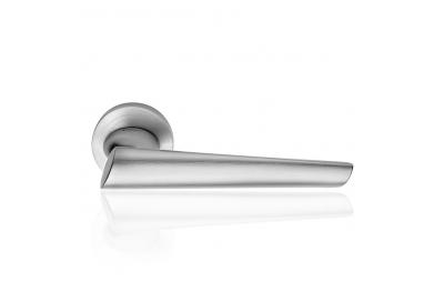 Кендо Satin Chrome дверные ручки на Розетта Дизайн современного Line Design Cali