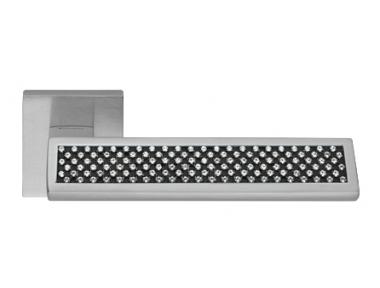 Отражение черный матовый хром дверные ручки на Розетка Linea Calì Кристалл