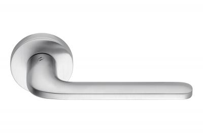 Ручка двери Roboquattro Satin Chrome на стильной розетке от Colombo Design